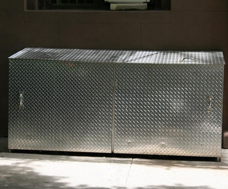 Aluminum-Diamond-Plate-Trash-Enclosure