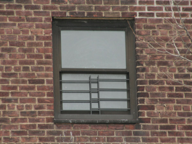 Child guard in double window kaufman for Window guards
